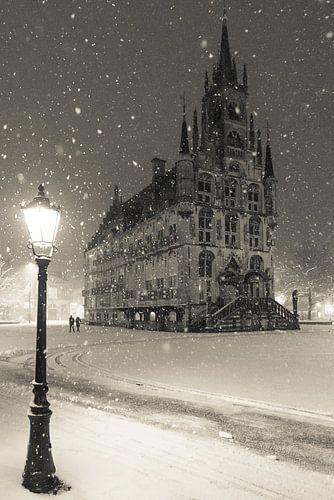 Stadhuis Gouda in de sneeuw 2 van Remco Gielen