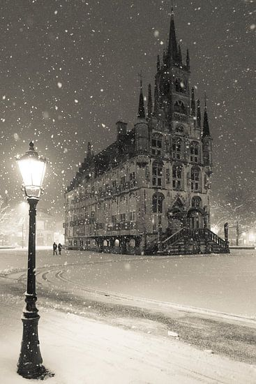 Stadhuis van Gouda in de sneeuw van Gouda op zijn mooist