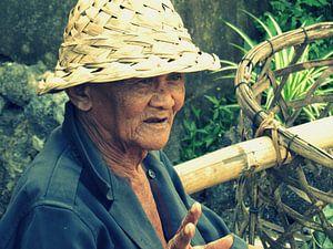 Oude man in Bali van