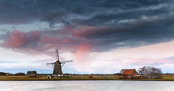 """Texel, Poldermolen """"Het Noorden"""" bij zonsopkomst"""