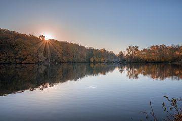 Herbst im Cranenweyer bei Sonnenaufgang von John van de Gazelle