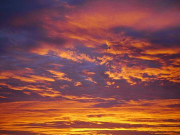 Sky Orange Blue (landscape) van Anouk Beunen