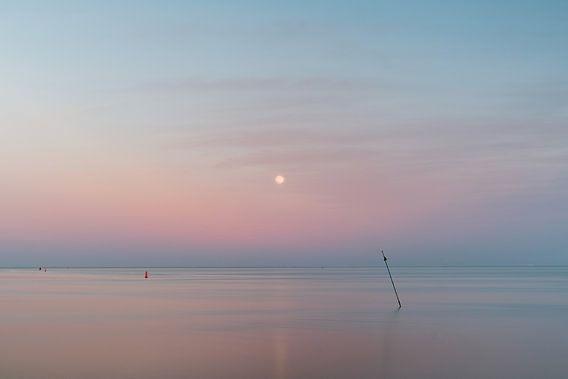 Maan boven de zee