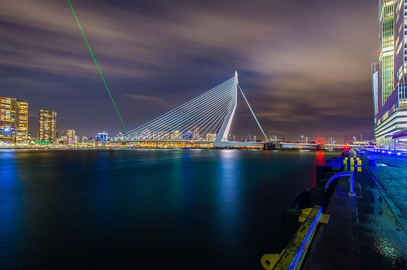Mars invasion. Erasmusbrug Rotterdam onder vuur van Marco Faasse