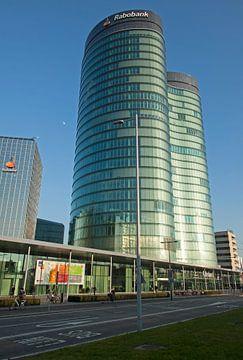 Modern kantoorgebouw van staal en glas van Maurice de vries