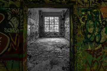 Bâtiment abandonné avec des graffitis sur Gonnie van de Schans