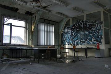 Street art in een oud vervallen kantoor van Melvin Meijer