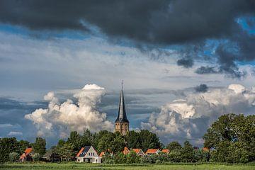Het Friese stadje Workum met zijn herkenbare torenspits in het avondlicht van Harrie Muis