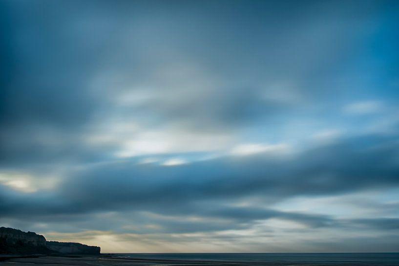 Moving Clouds van Cor Ritmeester