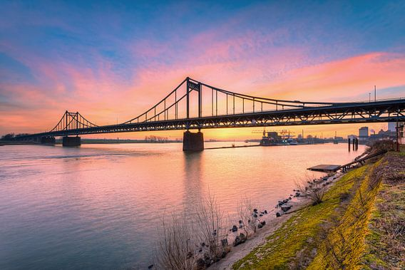 Rheinbrücke Krefeld-Uerdingen von Michael Valjak