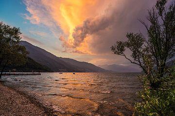 Sfeervolle avond in Cannobio, Lago Maggiore van Annie Jakobs