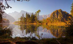 Natuurlijk omlijst Alpensee