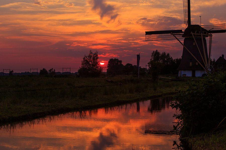 Windmolen bij zonsondergang