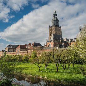 Walburgiskerk en stadsmuur in Zutphen van Gerrit Veldman