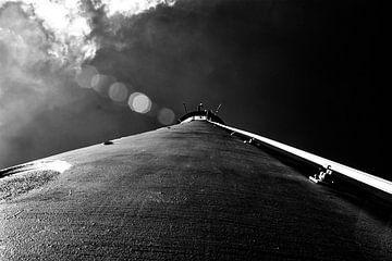 zwart wit onderaanzicht vuurtoren schier abstract lighthouse van Groothuizen Foto Art