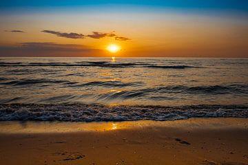 Schöner bunter Sonnenuntergang am Strand von Shirley Hill