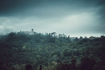 Sfeervol dorpje in Toscane, Italië van Rob Berns