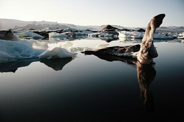 Jökulsárlón gletsjermeer, IJsland (Jokulsarlon) van Roel Janssen