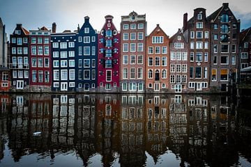 Maisons de canal colorées dans le centre d'Amsterdam sur Heleen Pennings