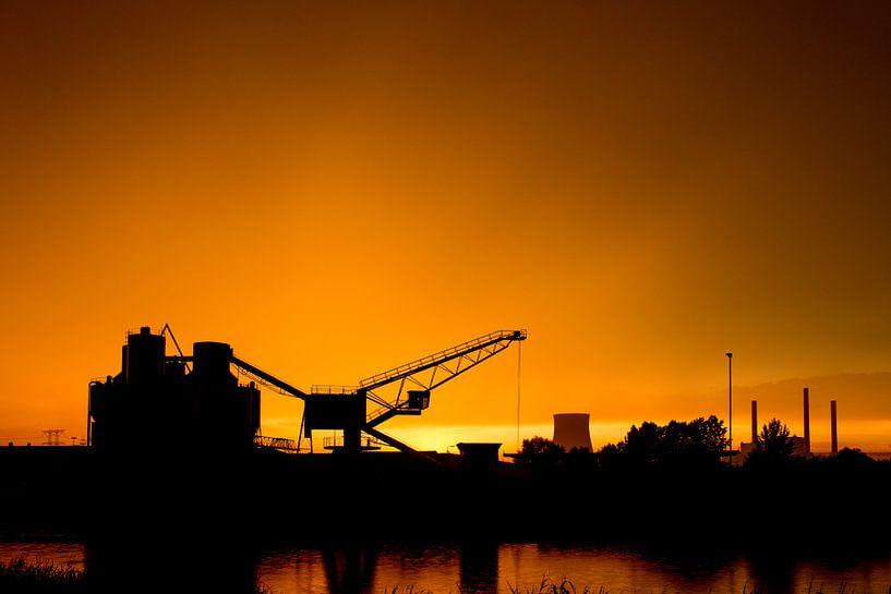 Industrieel silhouet  van Thomas van der Willik