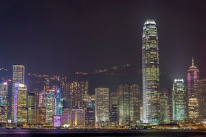 Hongkong: concrete jungle by night van Martijn Barendse