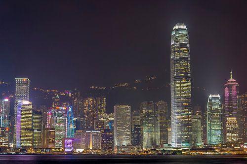 Hongkong: concrete jungle by night van