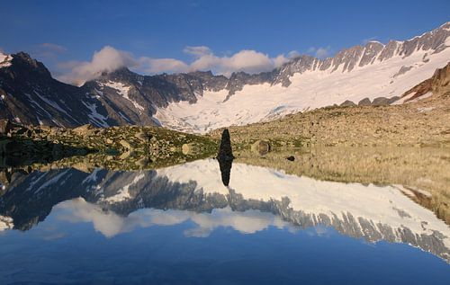 Bergsee cairn reflections