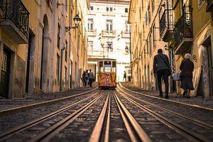 Tram in Lissabon van Niels Eric Fotografie