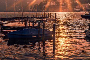 Zonnestralen op het Water van het Meer von Tony Buijse