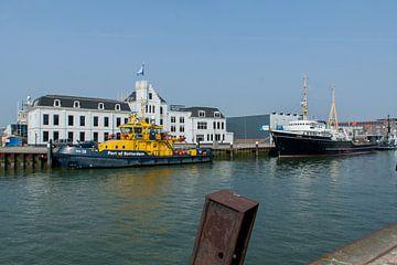 Maassluis-Sleepboothaven met de Elbe van Hans Blommestijn