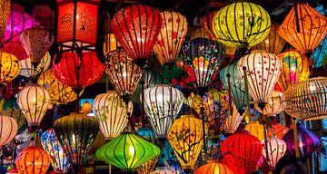 Kleur en licht. Lantaarns in Hội An, Vietnam van Rietje Bulthuis