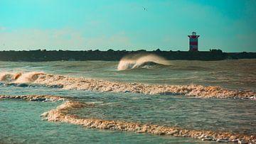 Golf voor het Scheveningse noorderhavenhoofd blauw von Wen van  Gampelaere