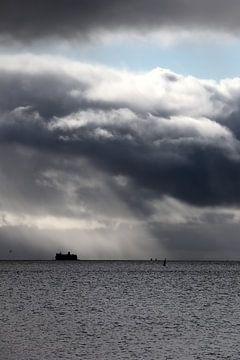 Un navire dans la tempête sur Mooi op Terschelling