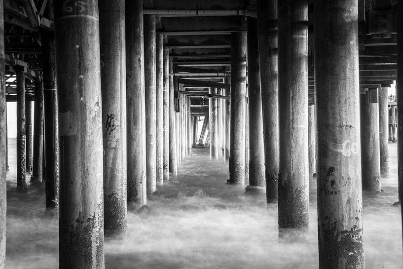 Pilaren in de zee onder de Santa Monica Pier Californië Verenigde staten van Retinas Fotografie