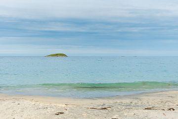 Witte stranden Senja Noorwegen van Bas Verschoor