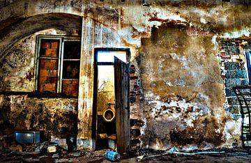 Huis in verval van Fred Leeflang