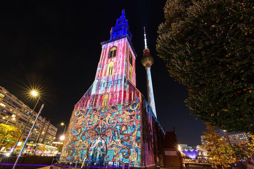 Berlin Alexanderplatz - Marienkirche et tour de télévision sous un éclairage particulier sur Frank Herrmann