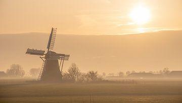 Mühle im Nebel von Frans Plat