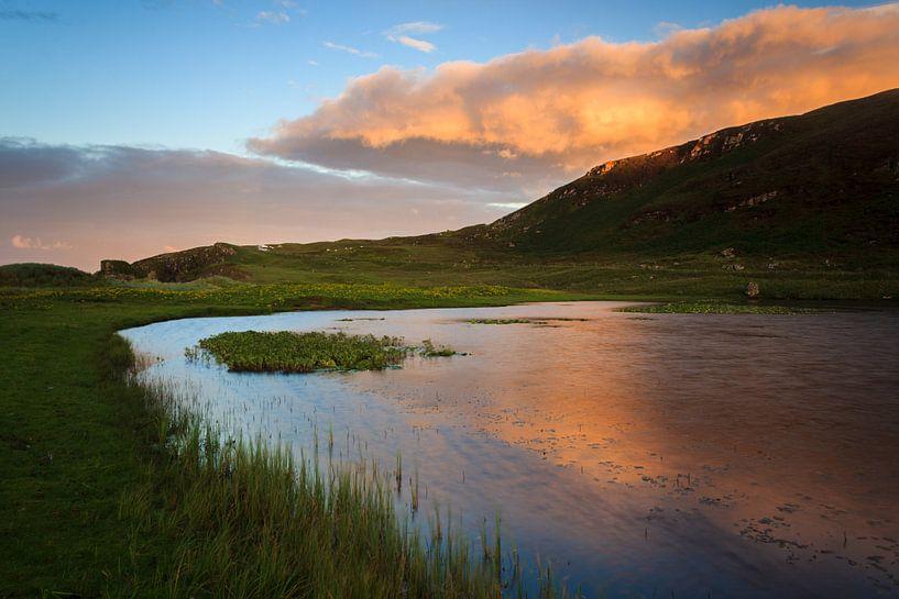 Sunset on a Loch near Tolsta van Luis Fernando Valdés Villarreal Boullosa