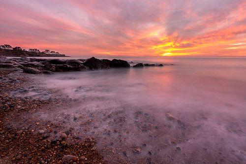 Verbazende kleurrijke zonsondergang op het strand van Audresselles - Cote d'Opale - Frankrijk