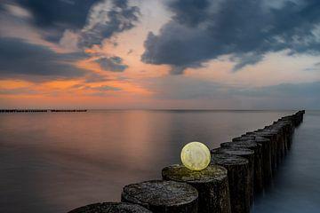 Leuchtender Mond zu Sonnenuntergang von Marc-Sven Kirsch