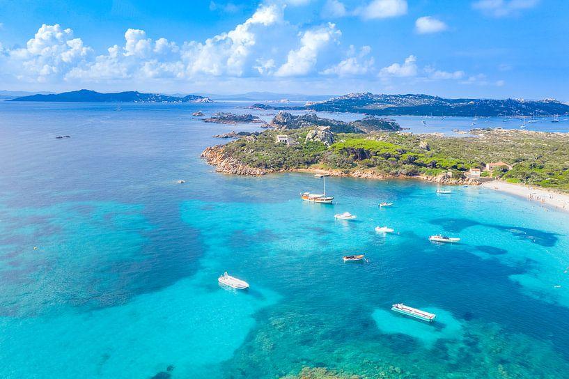 Maddalena eilandengroep, kust Sardinië van Bernardine de Laat