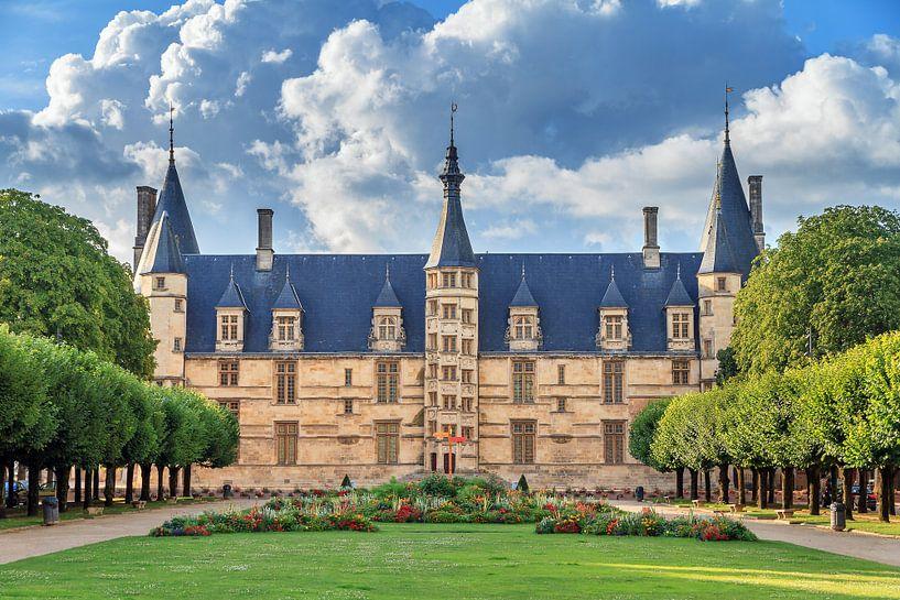 Palais ducal de Nevers van Dennis van de Water