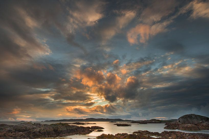 Zonsondergang in Schotland           Sunset in Scotland van Vincent Tollenaar