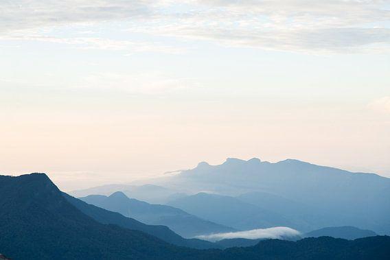 Bergen met zonsopkomst van Gijs de Kruijf