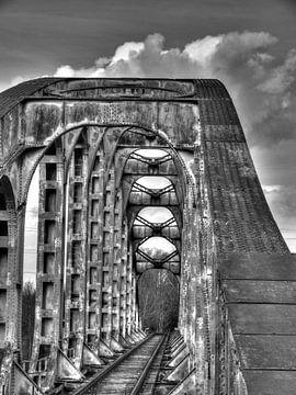 Schwarz-weiß alte Brücke von P van Beek
