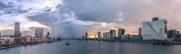 Storm over skyline Rotterdam van Prachtig Rotterdam