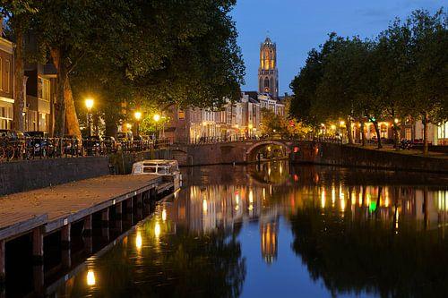 Zicht op Zandbrug en Oudegracht vanaf de Bemuurde Weerd in Utrecht  (4) van Donker Utrecht