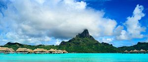 Bora Bora eiland panorama met resort en lagoon