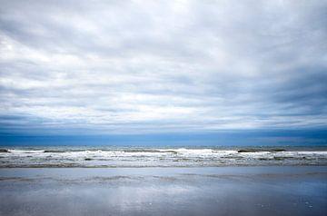 vage wolken op het strand van Karijn | Fine art Natuur en Reis Fotografie